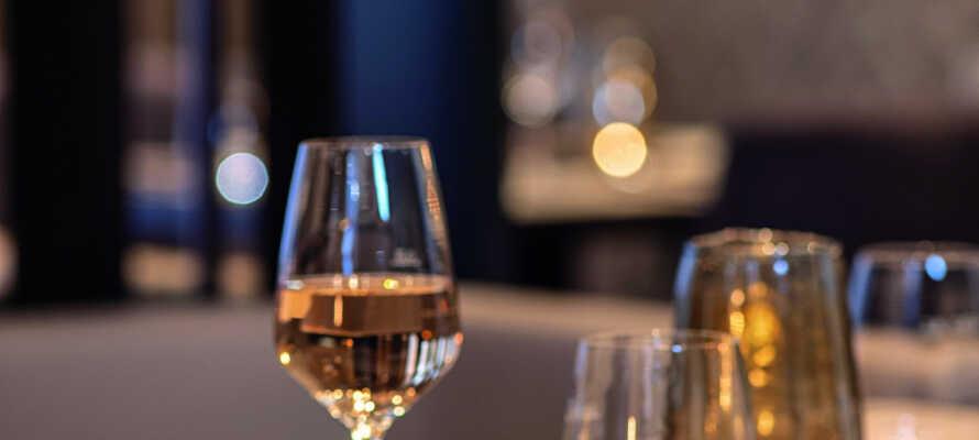Avsluta er dag med en god middag i hotellets trevliga restaurangen.