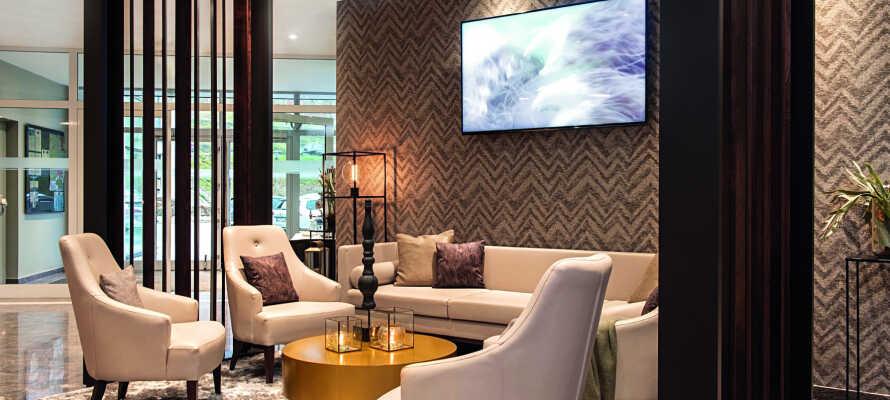 Hotellet er moderne indrettet og der er god plads til at hvile benene efter en lang dag.