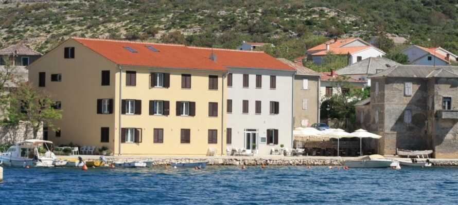 Hotellet har en ypperlig beliggenhet bare noen få meter fra havet og havnen, i den pittoreske landsbyen Vinjerac.