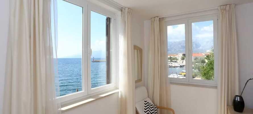 Du vil bo i lyse, moderne og romslige leiligheter, som alle har en vakker havutsikt.