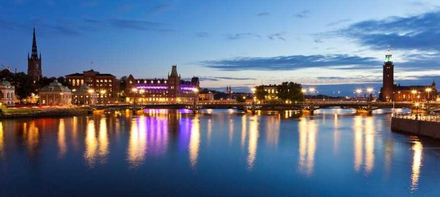 Göteborg ligger bare en times kørsel fra hotellet og byder på et væld af hyggelige butikker, gader og kanaler.