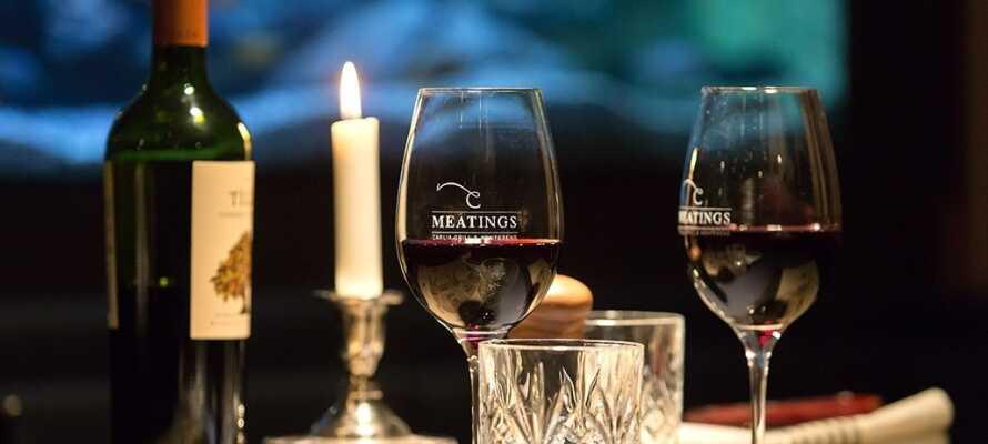 Der er lagt op til romantiske stunder i hotellets stemningsfulde restaurant