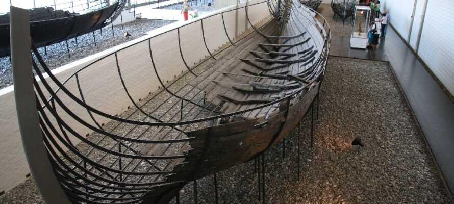 I Roskilde kan I opleve Vikingeskibsmuseet, og opleve de fantastiske fartøjer fra den gang.