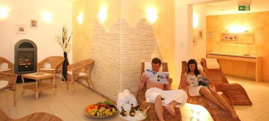 Das Hotel hat eine finnische Sauna, eine Bio Sauna, ein Erlebnisdusche und einen Relaxraum
