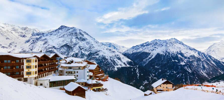 Fra hotellet er der kun 20 km til det populære skiområde i Sölden