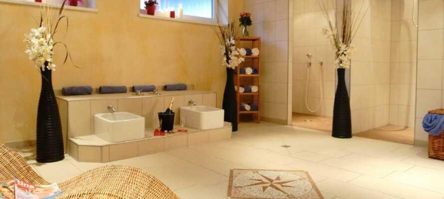 Das Hotel hat eine finnische Sauna, eine Bio Sauna, ein Erlebnisdusche und einen Relaxraum.