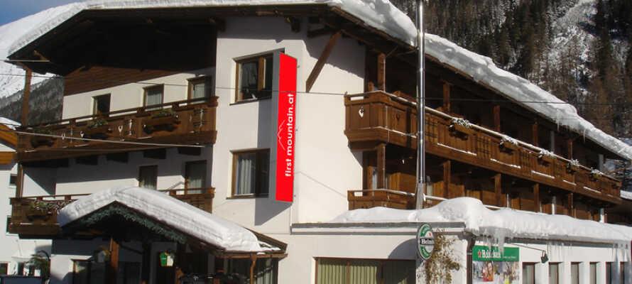 Hotellet ligger i mycket vacker natur i bergsbyn Gries, ca 1600 m ö h.