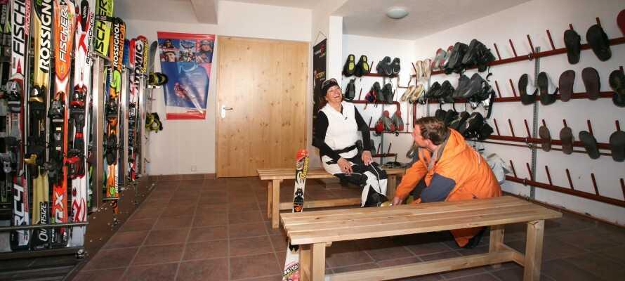På hotellet finns ett stort förråd för skidåkning och annan utrustning.