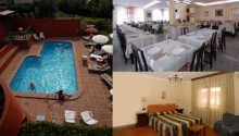Albergo La Querceta byder bl.a. på en udendørs swimming pool