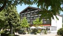 Det charmerende Hotel Pflug ligger centralt i den lille by Ottenhöfen