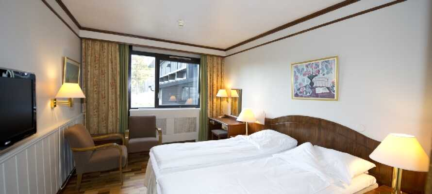 Hotellet råder over mange komfortabelt indrettede værelser i forskelig stil.