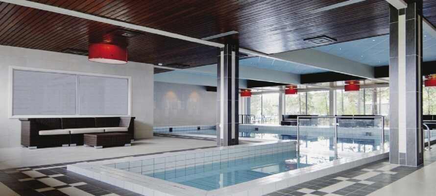 Der er adgang til indendørs pool, sauna og fitness faciliteter på hotellet
