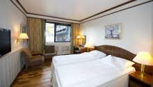 Hotellet råder over mange komfortabelt indrettede værelser i forskelige stilarter.