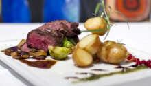 Gå ikke glip af en tur i hotellets restaurant hvor der serveres lækre retter med god vin.