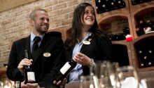 Nyd et glas vin til maden fra hotellets egen vinkælder.