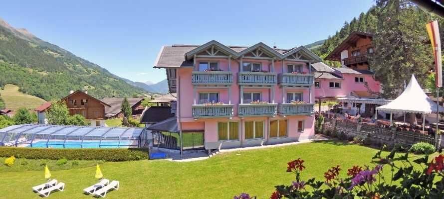 Hotellet ligger i vackra omgivningar med fantastisk skidåkning och vandring runt hörnet.