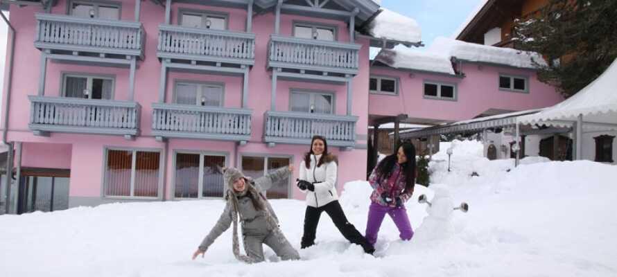 Hotellet ligger i vackra omgivningar med stora möjligheter till skidåkning och vandring i närheten