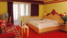 Exempel på ett av de mysiga rummen, inredda i traditionell österrikisk stil.