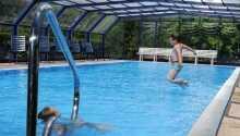 Håll er aktiva med pool, tennisbana och fitnessrum på hotellet.