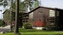 Hotellet ligger i en fyrreskåv, 27 km nordvest for Jönköping.