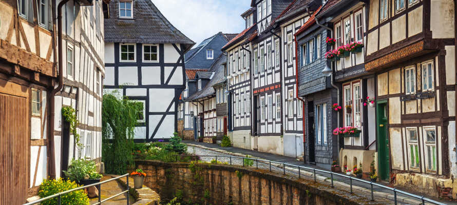 Kör till den UNESCO-listade staden Goslar och upplev de många vackra korsvirkeshusen.