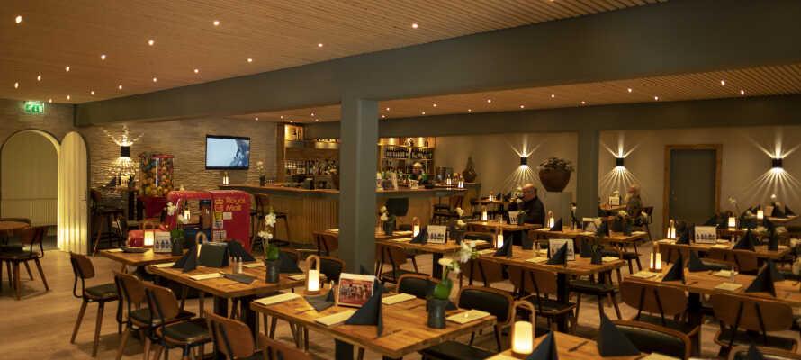 Den moderne indrettede restaurant byder på traditionel dansk mad. Her kan I nyde jeres aftensmad.