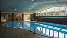 Das Hotel bietet Hallenbad und Sauna.