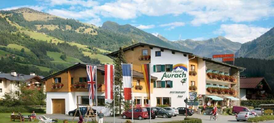 Dette hotellet har en flott beliggenhet midt i de Østerriske alpene og kan by på både en restaurant og peisestue.