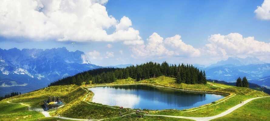 Omkring jer finder I bjergkæden Kaiser, som er garant for flere gode ture.