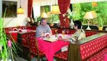 Nyd en middag i den lille hyggelige restaurant