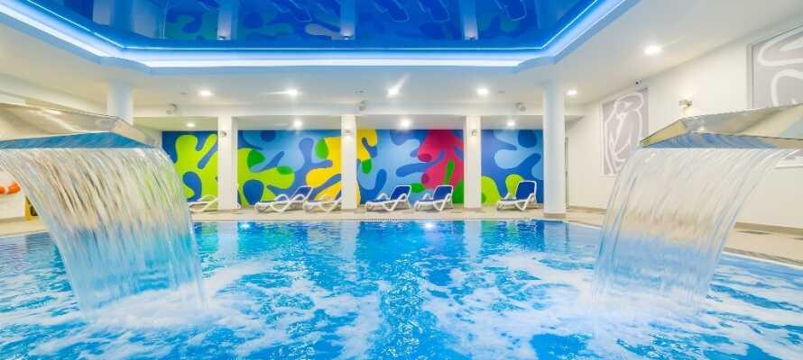 På Hotel New Skanpol hittar ni pool, jacuzzi, bastu, gym och behandlingar.