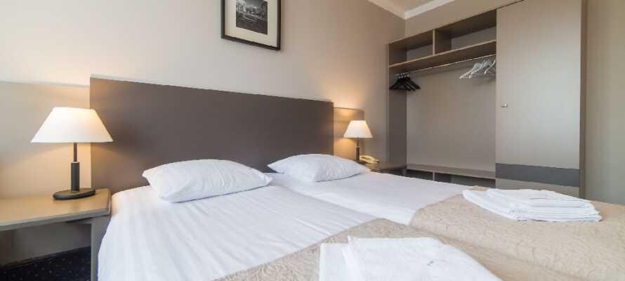 Hotellet präglas av dansk design av den kända designern Bo Benfils. Rummen är stilrena och eleganta.