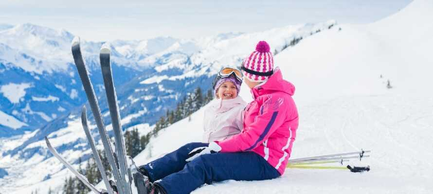 Hotellet ligger i et vakkert fjellandskap og det er gode muligheter for å stå på ski om vinteren.