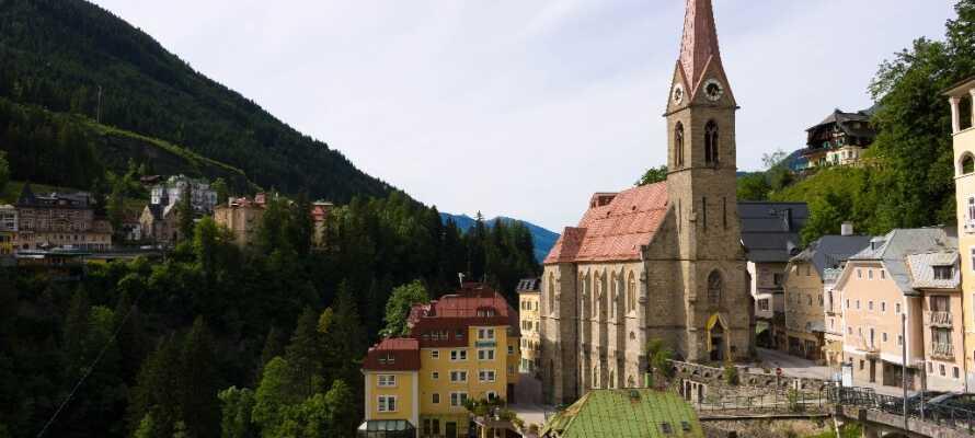Knappe 40 km fra hotellet ligger den imponerende byen Bad Gastein.
