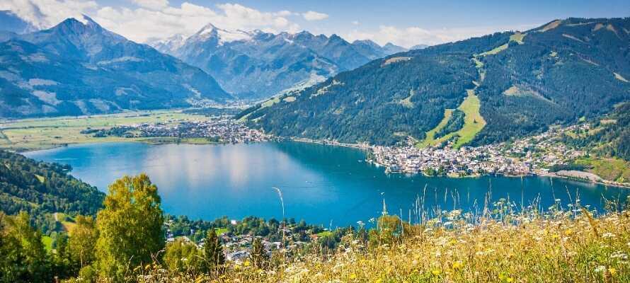 Ta turen til den flotte byen, Zell am See, og nyt en dag ved sjøen.