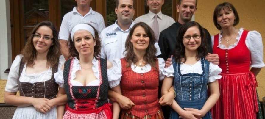 Personalet på Sporthotel Dachstein West byder dig velkommen.