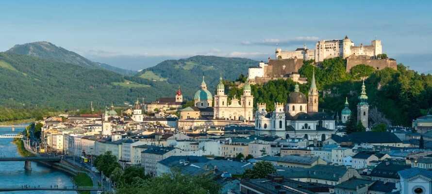 Besuchen Sie die Stadt Salzburg, in der Mozart lebte.
