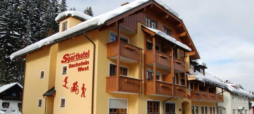 Willkommen im Sporthotel Dachstein West, im Herzen der Stadt Annaberg, umgeben von herrlicher Natur.