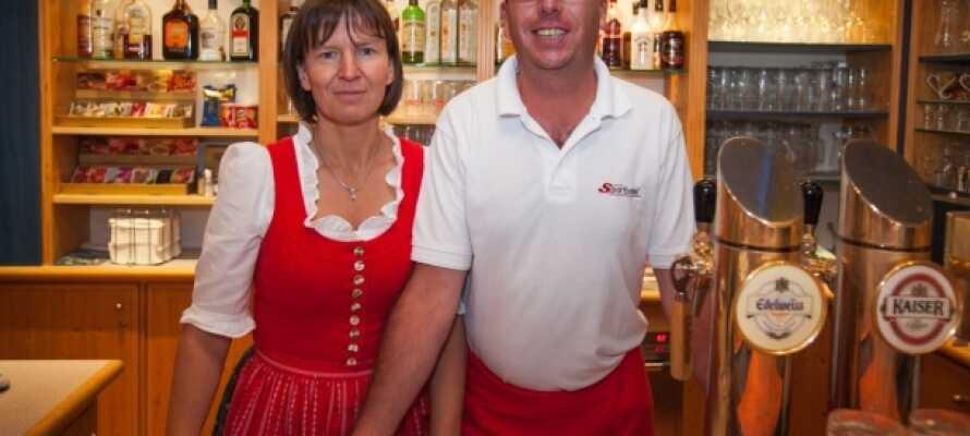 Personalet på Sporthotel Dachstein West byder jer velkommen.