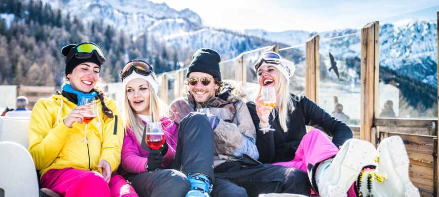 Es gibt mehrere Skigebiete rund um das Hotel, wo Sie Skilaufen und die schöne Umgebung genießen können.