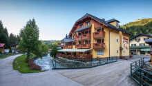 Välkomna till Sporthotel Dachstein West som ligger mitt i staden Annaberg.