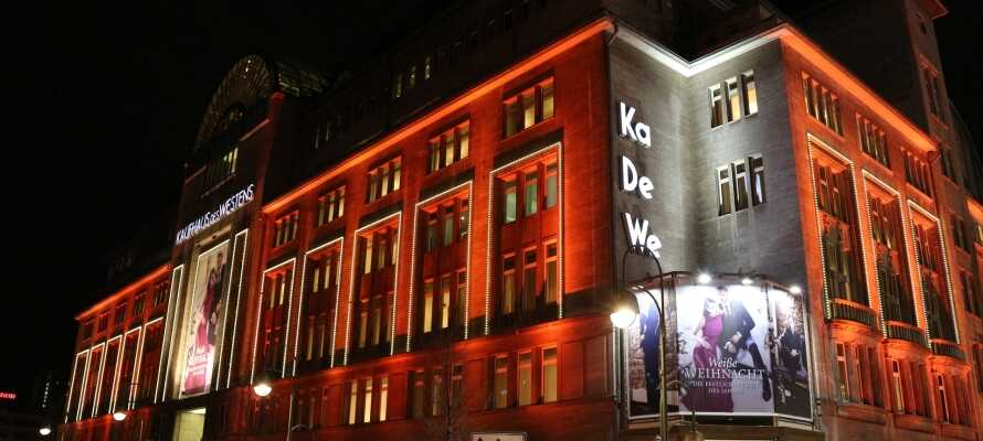 Hotellet ligger kun en fem minutters gåtur fra det berømte handelscenter KaDeWe.