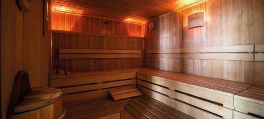 Hotellet har et moderne motionsrum, finsk sauna og der kan også lejes cykler.