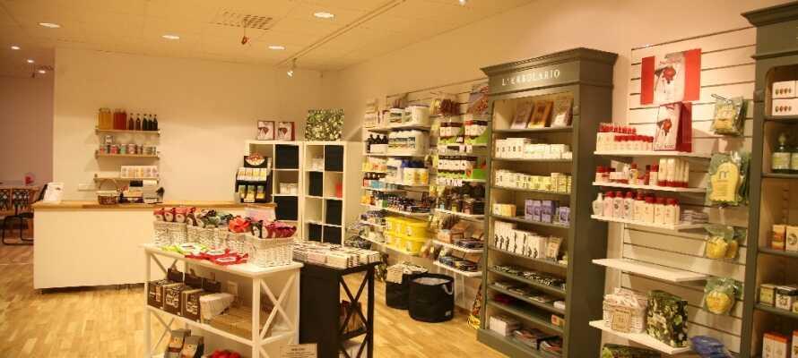 Ni kan köpa med er produkter från wellness-butiken.