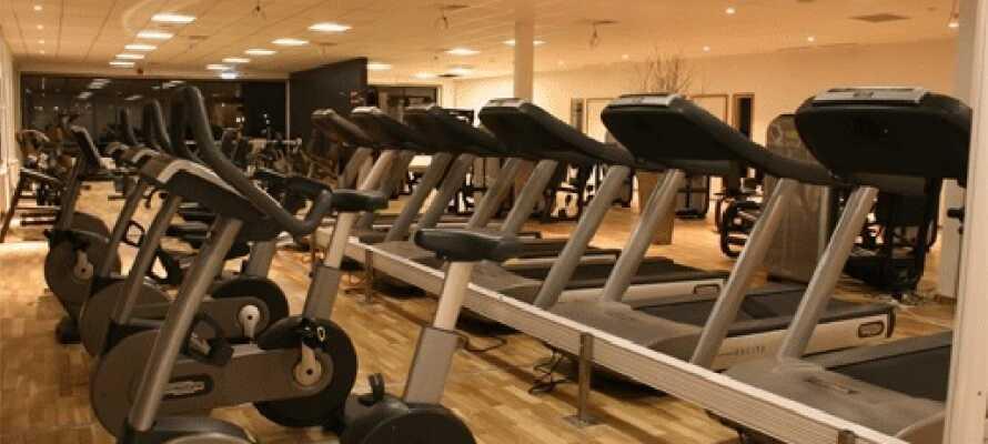 Träna på det 750 kvm stora gymmet som ligger granne med hotellet för endast 80kr.