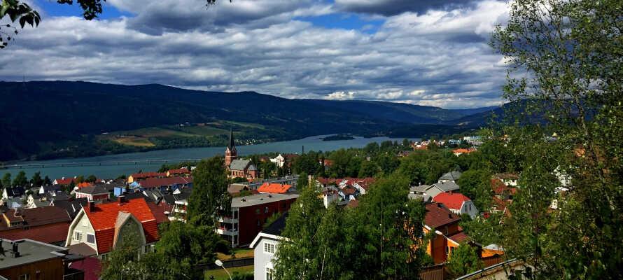 Hotellet har en sentral beliggenhet midt i sentrum av Lillehammer.