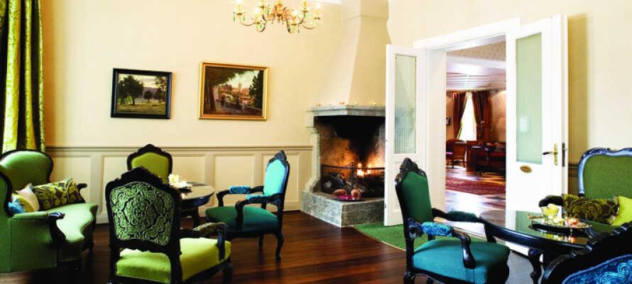 Koppla bort vardagen och slappna av i hotellets inbjudande faciliteter.