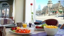 Få en perfekt start på dagen med hotellets gode frokost.