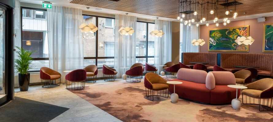 Nyd et billigt hotelophold med masser af spændende mulighed, på det nyrenoverede First Hotel Strand, beliggende centralt i Sundsvall.