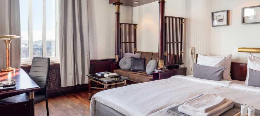 Hotellets værelser er renoveret i 2020, og tilbyder moderne og komfortable rammer under opholdet.